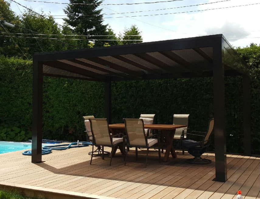 abri soleil tendal sur patio en bois ip