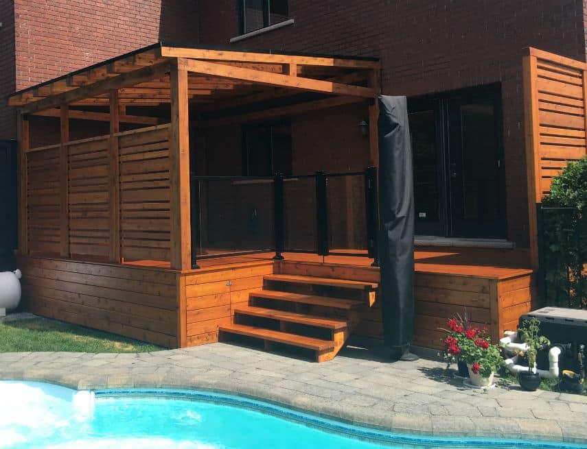 Auvent de balcon Solto avec rampe en verre et muret d'intimité