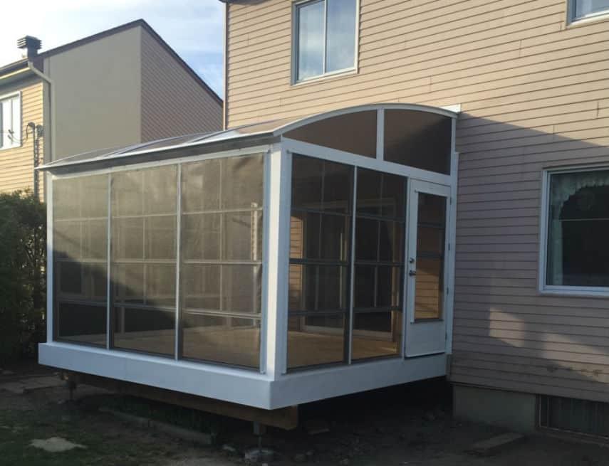 solarium 3 saisons blanc avec toit de polycarbonate fumé