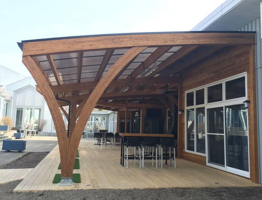 Système de toit installé à l'auberge de la pointe