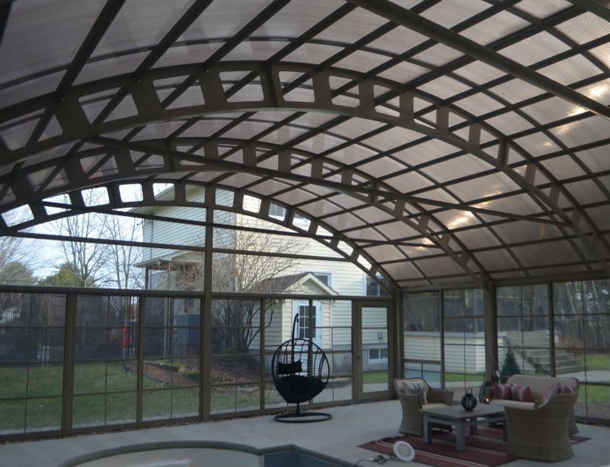 Intérieur d'un abri de piscine Tendal